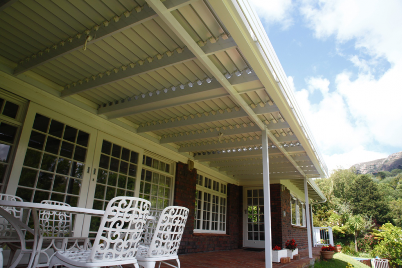 Adjustable Awning Closed Side - Alulux Awnings Cape Town